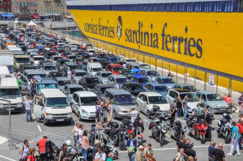 Muss man die Fähre nach Korsika im Voraus buchen?