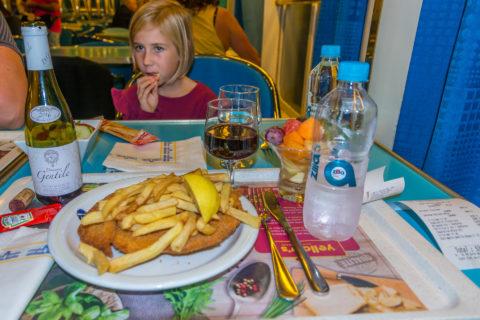 Essen auf den Fähren nach Korsika