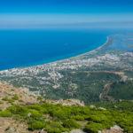 Blick von der Serra di Pigno auf die Ostküstenebene bei Basita mit dem Etang de Biguglia