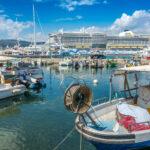 AIDA Kreuzfahrtschiff im Hafen von Ajaccio